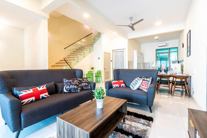 Lakeside Retreatz Cozy House @ Puchong~Cyberjaya
