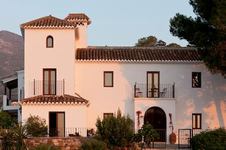 La Urraca-luxury manor 30min from Malaga - Casarabonela - Boutique hotel