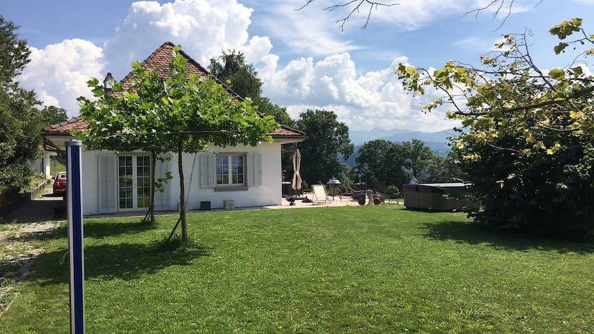 Landhaus mit Top-Aussicht - Alterswil - House