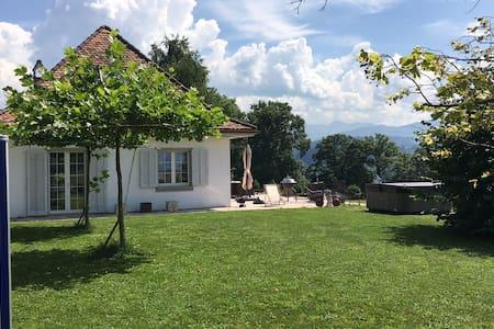 Landhaus mit Top-Aussicht - Alterswil - Haus