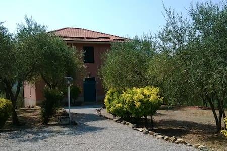 Accogliente villetta nel verde - Casarza Ligure