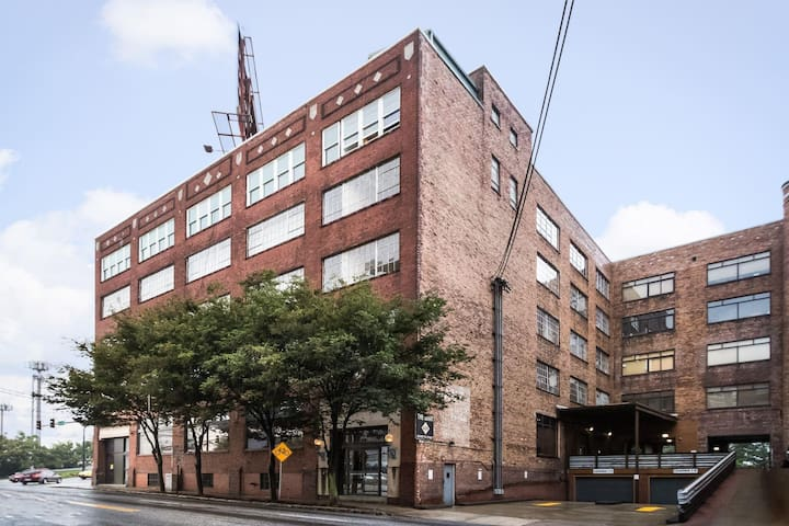 Completely renovated beautiful lofts in the heart of the city!