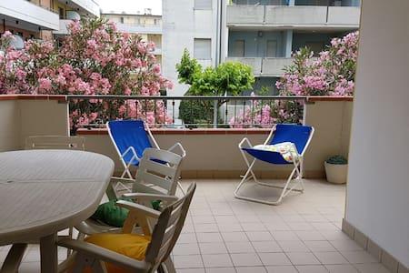 Appartamentino con terrazzo a 30 mt dal lungomare