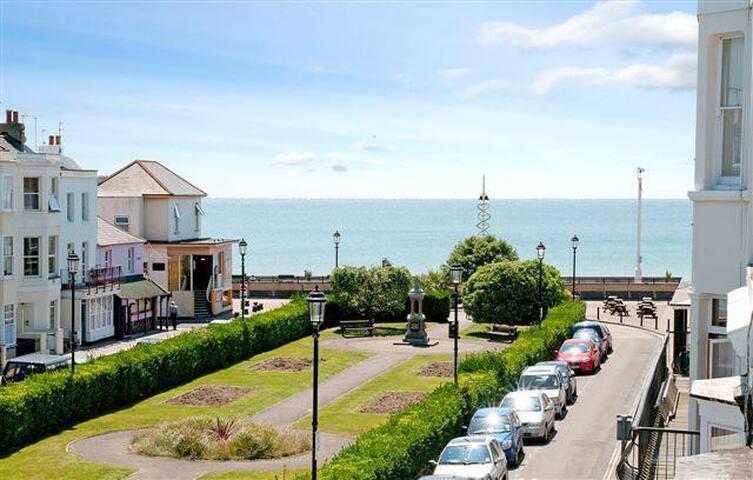 Large, unique family beach home that welcomes pets - Bognor Regis - Ev