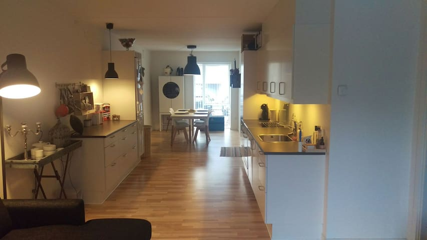 Cosy spacious apartment - Great location!