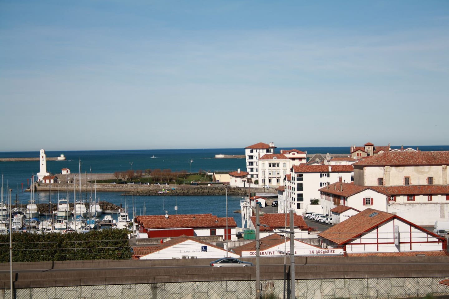 Vue du balcon sur le port