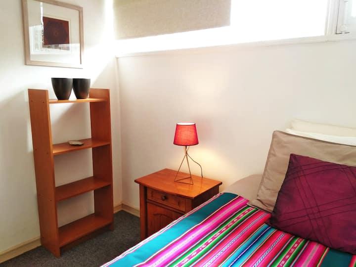 Linda habitación con baño privado en bella casa