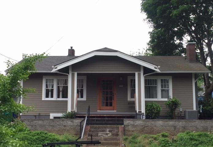 Newly Remodeled 1922 Bungalow Home - Portland - Casa