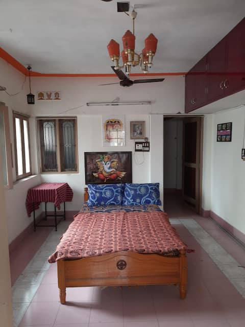 Homely stay near Palace, Bazaar and Temple