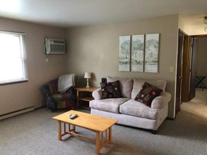 Roomy 2 Bedroom in Weston