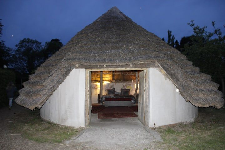 Cosy Thatched Round House
