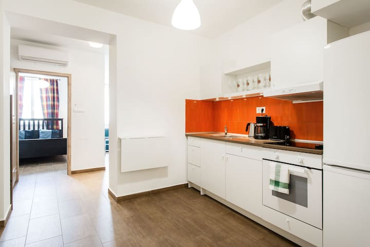 New apartment in the heart of the city - AC & WiFi