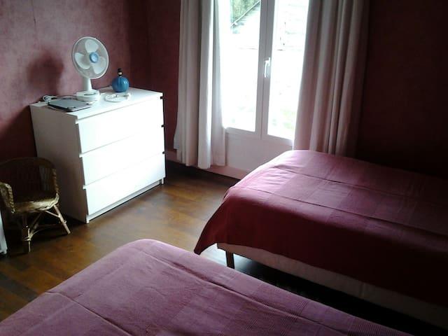 Petite maison en campagne - Monteaux - House