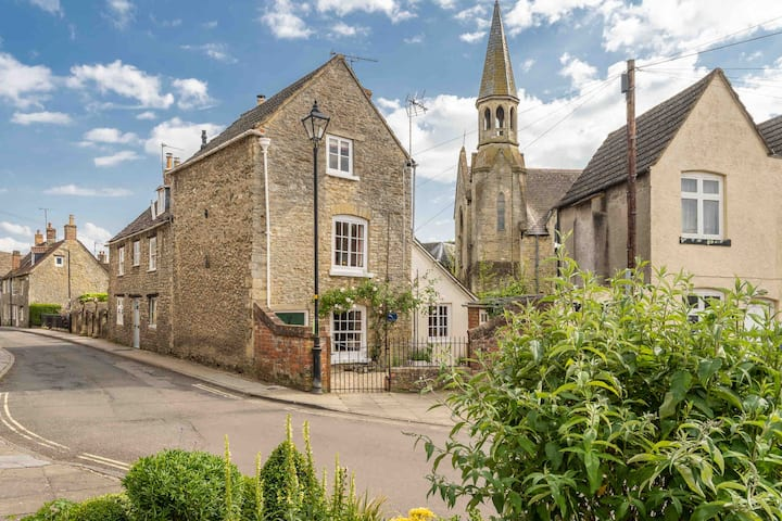 Quirky Cottage, Malmesbury, The Cotswolds.