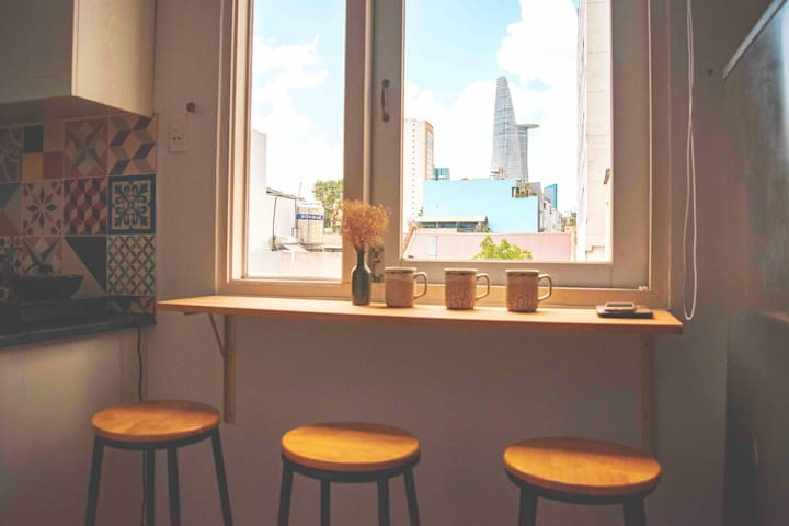 The corner bar is so chill.  Let take some tea or coffee in the morning to say hi Saigon and enjoy the beautiful view.