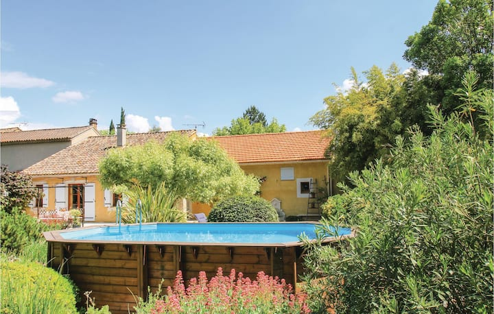 Nice home in Pernes les Fontaines with WiFi and 3 Bedrooms