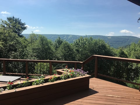 Rumah gunung dengan pemandian air panas dan pemandangan indah