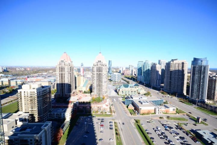Fully furnished condo at Sq1 - Mississauga - Osakehuoneisto