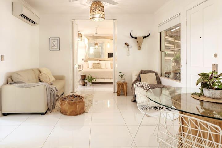 Boho Bliss 3 Pt Douglas Beachside Apartment