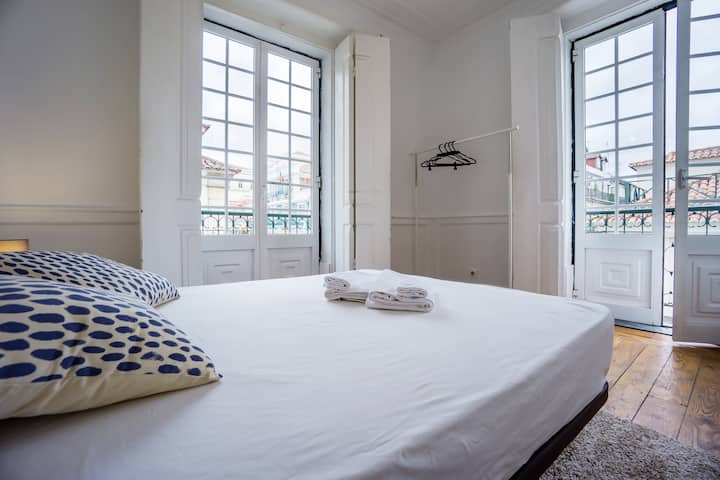 NEW! Bright Room with Big Balcony in Baixa
