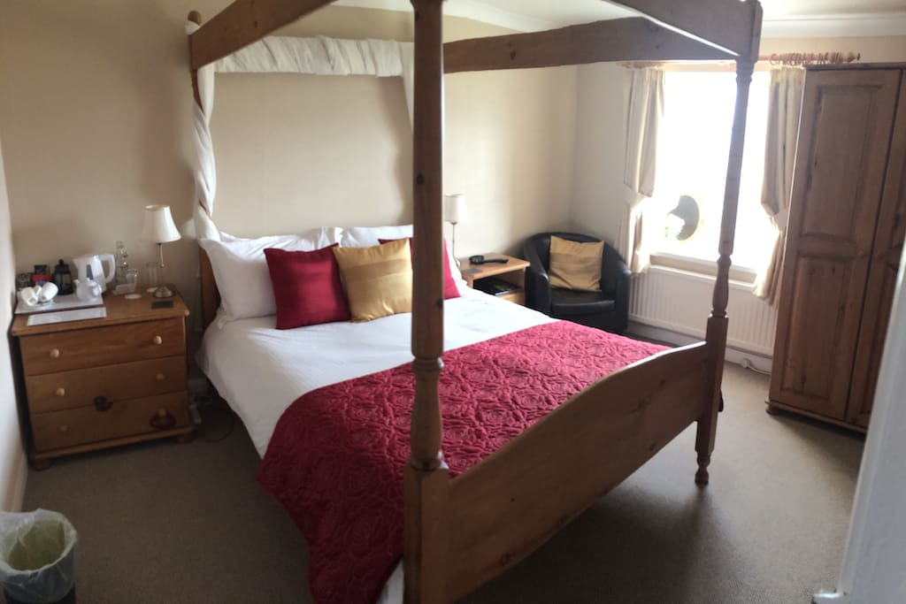 Lovely four poster room with sea views