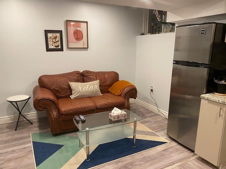 Newly Renovated Cozy Room, mins away from Niagara