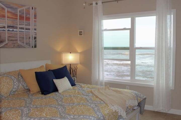 Bayfront Home ~close to beach~ Great for Family