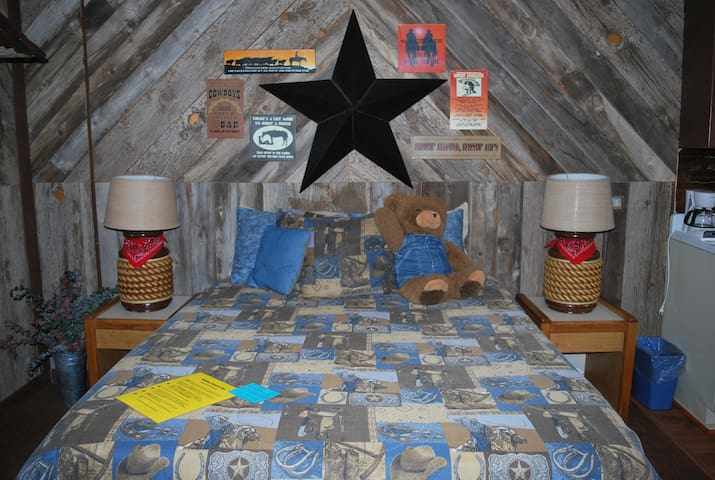 Cowboy Country Inn - Two-room Suite