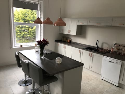 Stunning 2 bed - good links to Chester & L'pool