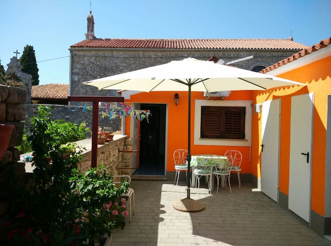 Nice place only 150 from sea! - Fažana - Appartement