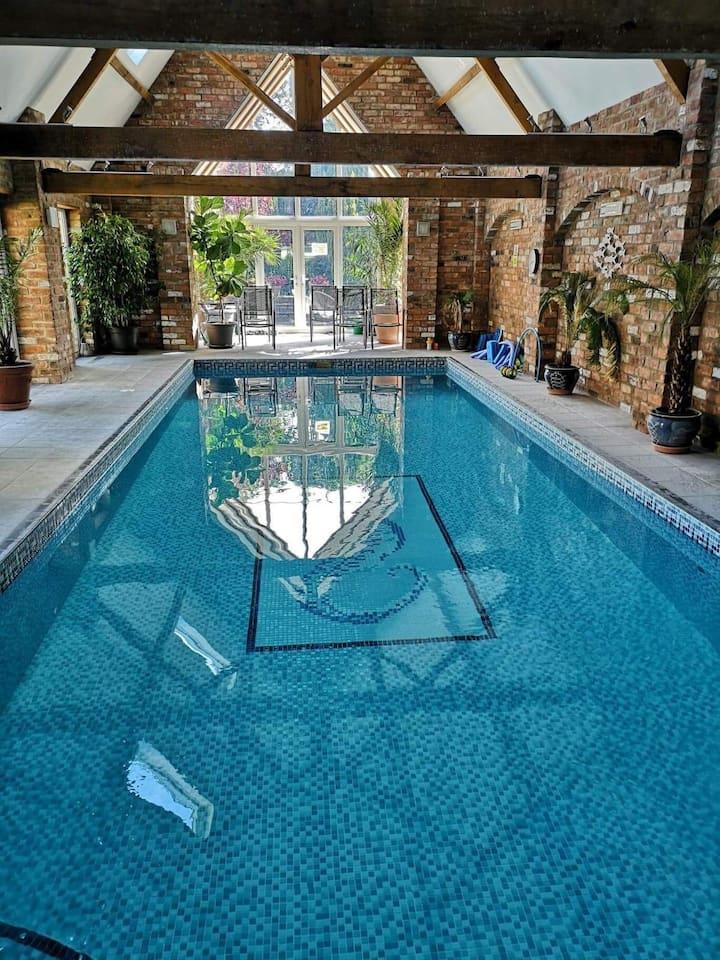 Brook House B&B near Lincoln with pool & hot tub