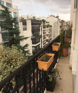 2 bedroom flat with balcony in Levallois Perret