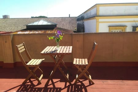 Tranquila habitación con extensa terraza.