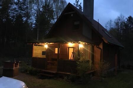 Klimatyczny domek w lesie 100m od jeziora.