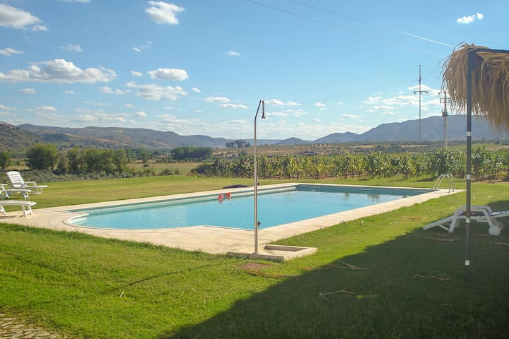 Cozy Cottage in Vila Flor with Swimming Pool