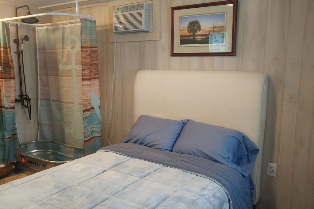 Full Size Bed/High Quality Bedding