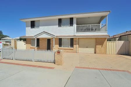 Beachside Family accom, 2 story 3 bed /2 Bath. - Rockingham - 独立屋
