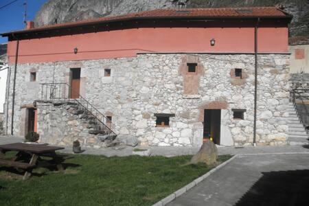Apartamentos Rurales El Fontan