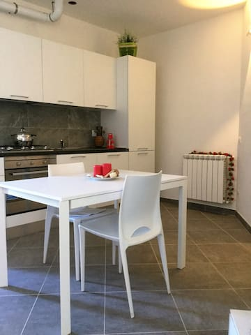 WELCOMING STUDIO NEXT TO THE AIRPORT - Samarate - Huoneisto