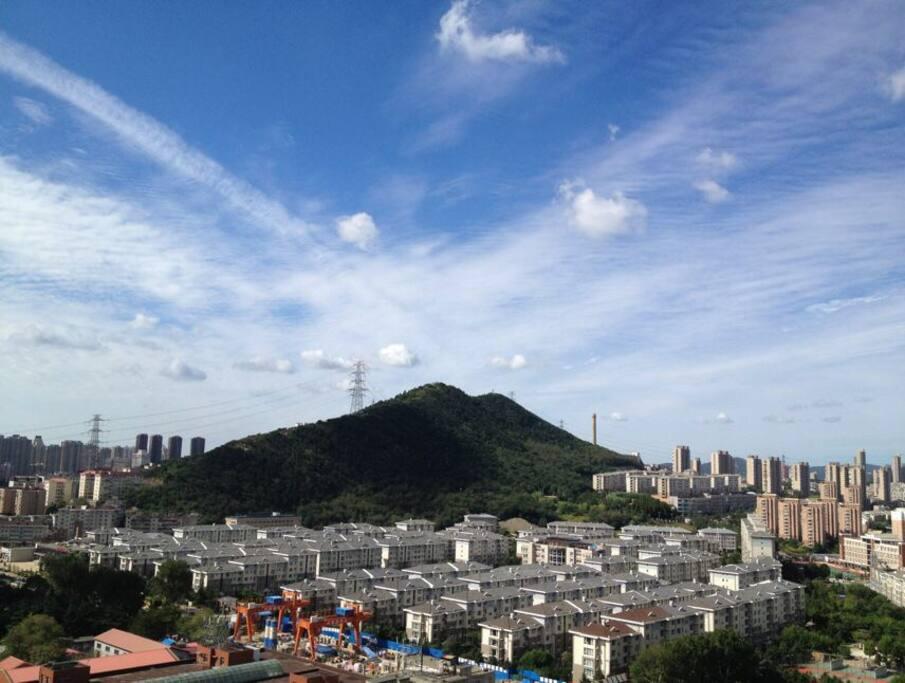 八月份到11月份大连的云和蓝天真的很美我常坐在窗边看它们 照片均为实拍