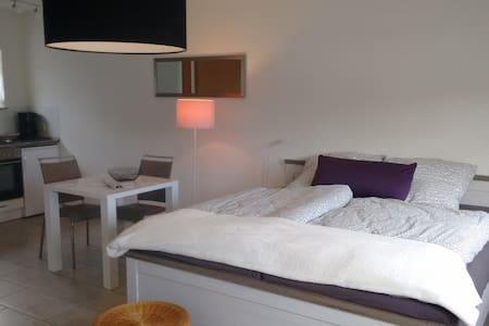 Helles neues gemütliches Zimmer in Hockenheim - Hockenheim