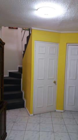 Casa interior con dormitorios separadps