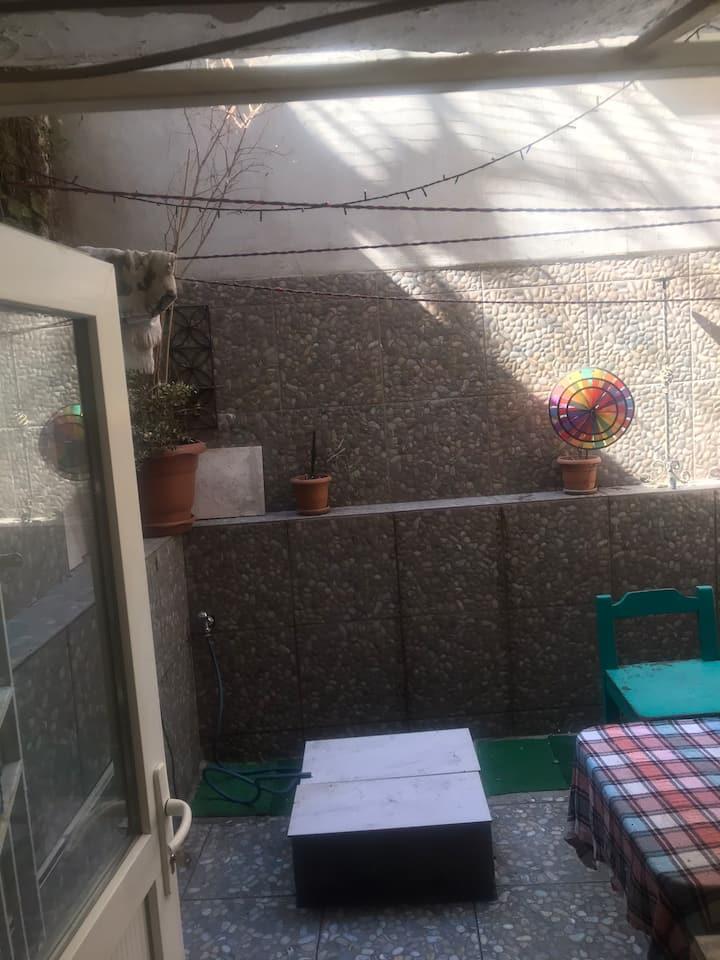 Besiktas'ın merkezinde bahce kullanımlı