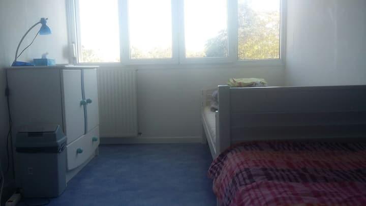 Chambre avec deux lit