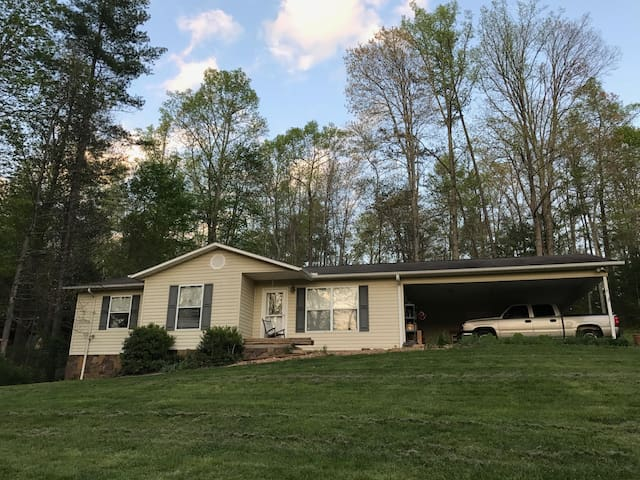 Family Friendly Home,  25 min to AVL and Skiing