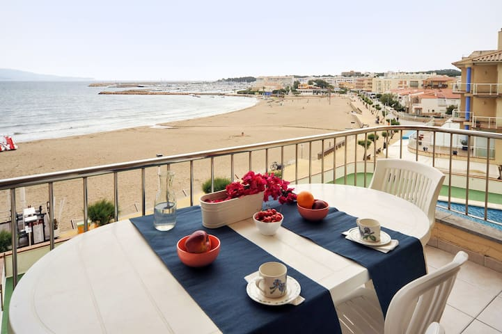 Apartment on the beach with wifi