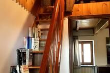 Ingresso camera da letto con libreria