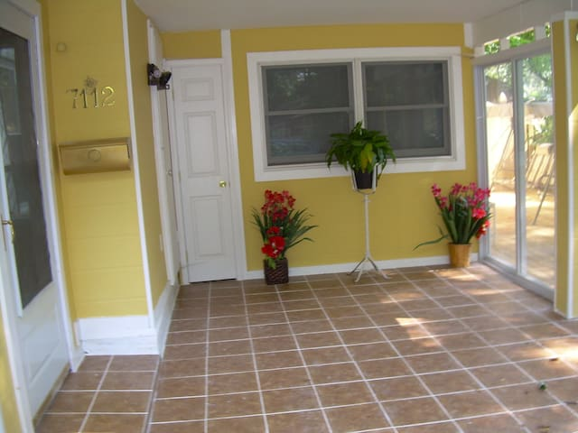 Sunny entrance to studio, turn right into the sliding glass doors and come through the private patio into the garden gate...