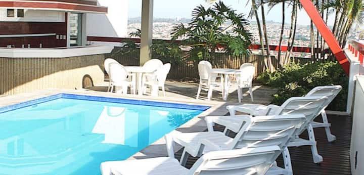 Flat lindo com piscina e central.