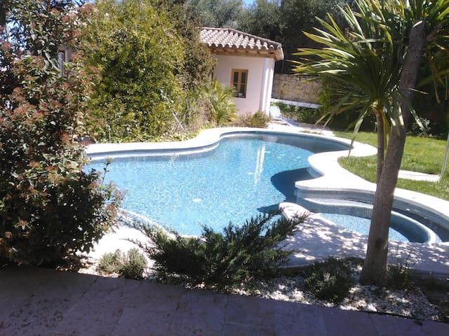 Apartamento con encanto, piscina y sauna